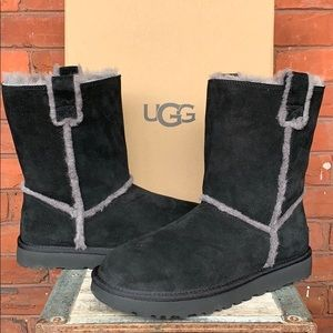 UGG NEW! Classic Short Spill Seams Shearling Boots